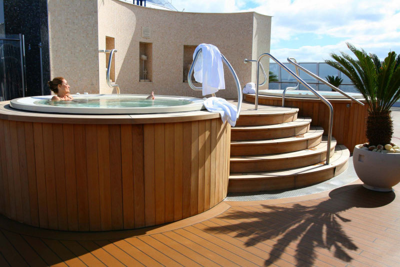 Oceania Cruises Jacuzzi terraza