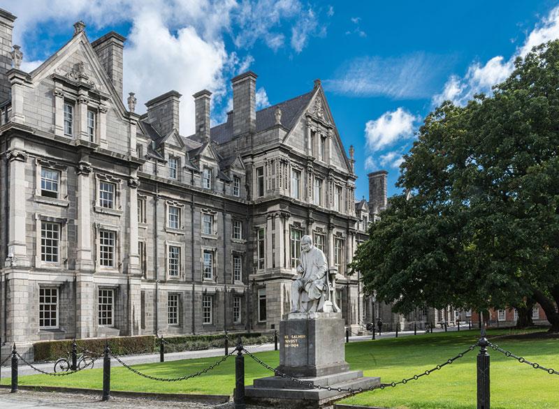 Edificios de la Universidad Trinity College en Dublín